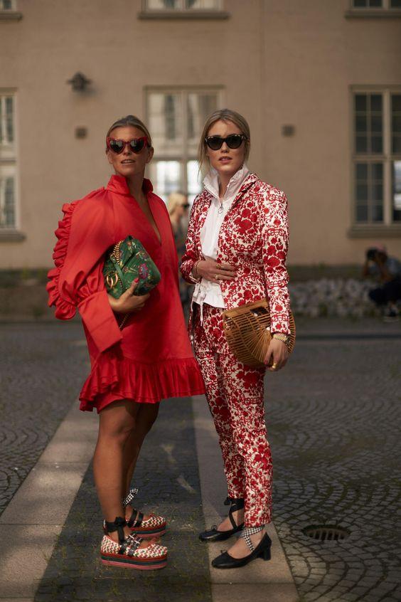 Модницы в красном