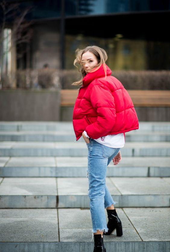 луки с красной курткой