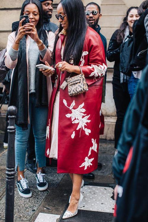Красное пальто луки