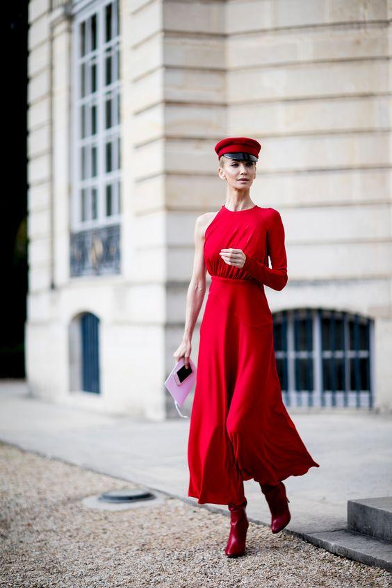 Лук с красным платьем