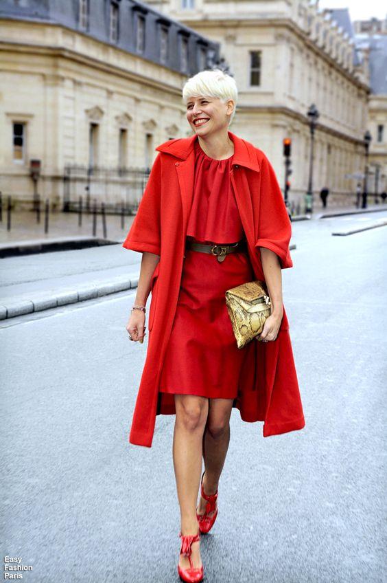 Лук с красным пальто