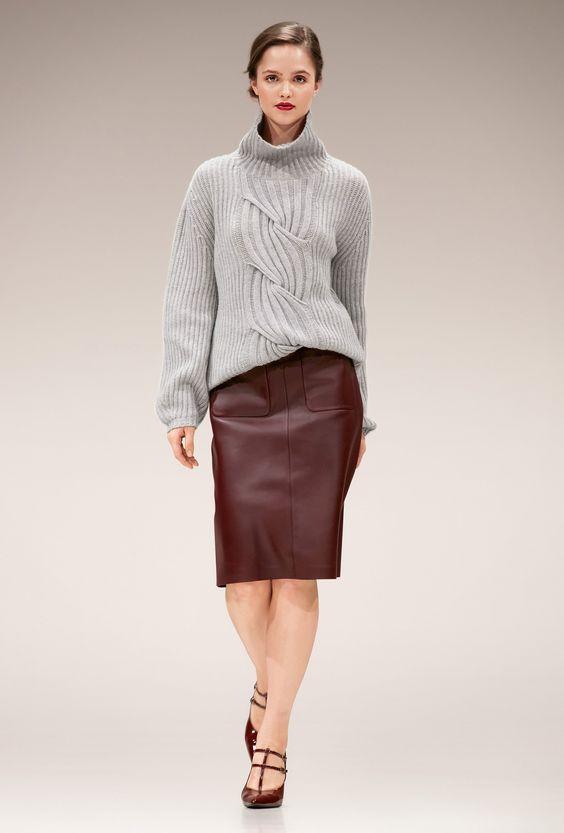 свитер с кожаной юбкой