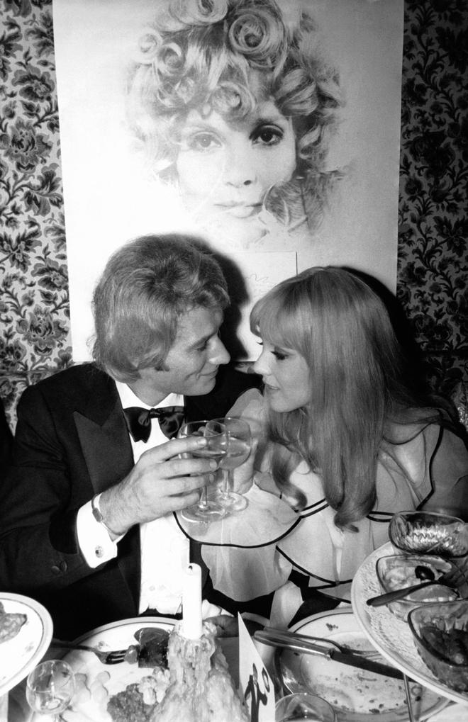 Сильви Вартан и Джонни Холлидей в Париже в 60-е