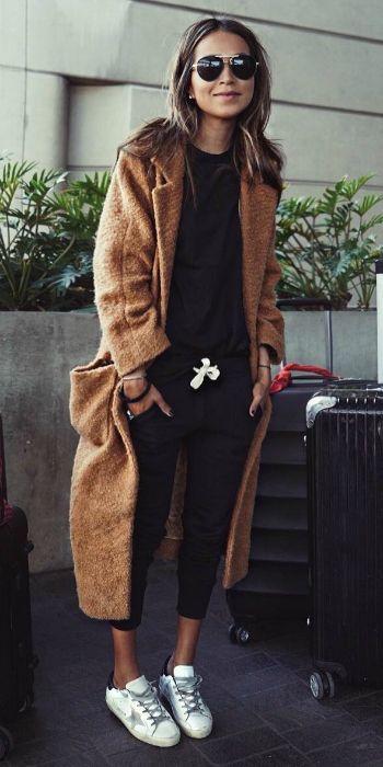 стильное коричневое пальто
