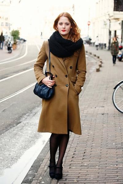 коричневое пальто лук