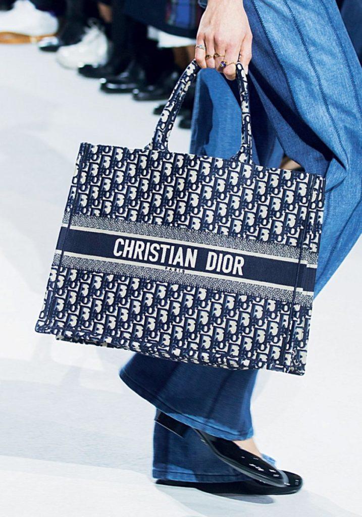 Объемная сумка Dior