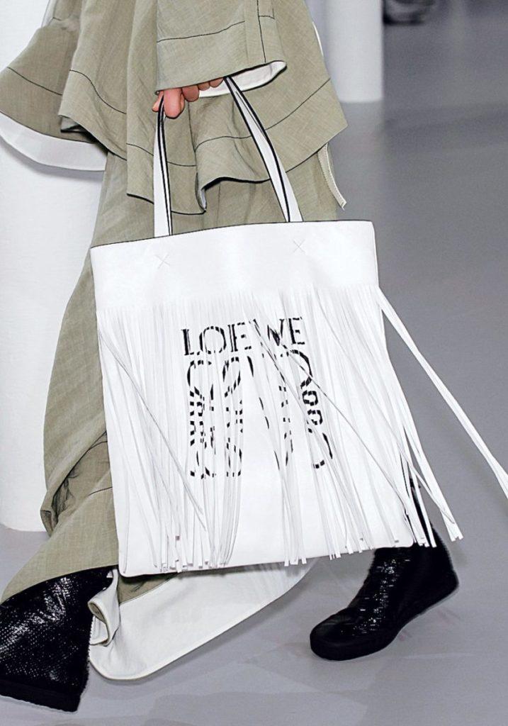 Белая сумка с бахромой Loewe