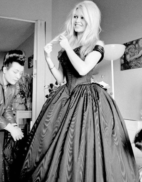 Бриджит Бардо в вечернем платье
